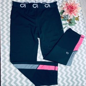 Gap Fit Base Layer Capri Size S, black and pink